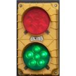 5. Semáforo con un sensor de movimiento — muestra la luz verde al conductor del camión permitiendo el movimiento en la rampa y cambia a la roja cuando hay que detenerse.