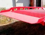 6) Como base de la pasarela de entrada (en la zona de contacto de rampa con un camión) sirve una chapa blindada con un espesor de hasta 20 mm, proporcionando una seguridad absoluta en condiciones del uso intenso.