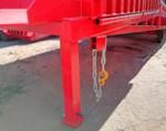 2) La rampa se une firmemente a todo tipo de camiones por medio de una cadena.