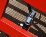 1) Adaptación de la altura de rampa móvil se realiza mediante uso del sistema hidráulico confiable — es decir, no es necesario el abastecimiento externo de electricidad.