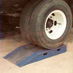 2. Un conjunto de 4 elevadores de ruedas de 100 mm — permite aumentar aún más la altura del transporte si la elevación estándar no es suficiente para realizar trabajos desde el almacén.