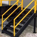 8. Escalera a la plataforma (OPT-LD) — permite al conductor subir primero a la plataforma y luego bajar las escaleras (los diferentes vehículos tienen diferentes longitudes, es decir, una ubicación diferente entre la puerta del conductor y la pared del almacén)