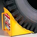 1. Zapatas deslizantes (2 pares) – protección adicional del camión contra el movimiento (bloqueo de las ruedas traseras) mientras se realizan las obras de carga y descarga.