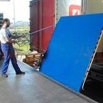 3. Pasarela de carga mecánica – proporciona una conexión entre la puerta de almacén y el piso del camión.